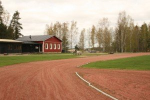 Urheilukenttä, kerhotalo ja matonpesupaikka - Sportplan, klubbhus och mattvättställe